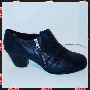 BareTraps Rosamund ankle booties size 11W